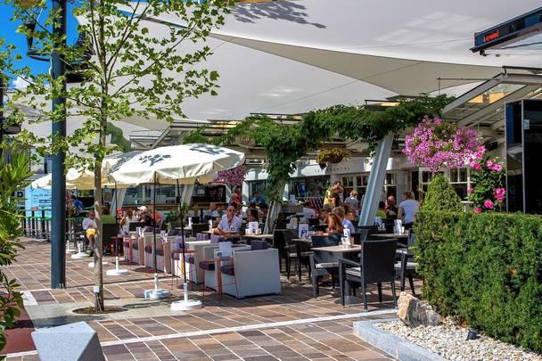 Le Café in Velden