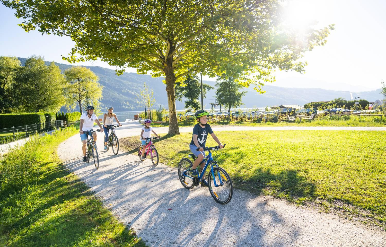 Radfahren mit der Familie am Millstätter See