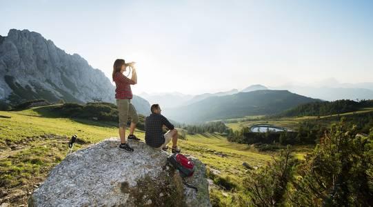 Pěší turistika s výhledem do dálky