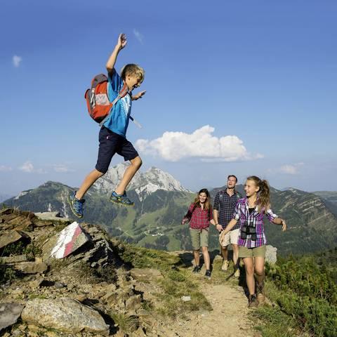 Regionskachel NLW Familie Wandern Nassfeld Zupanc